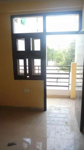 Newly Constructed builder flat for family only in Mayur Vihar Extn 1
