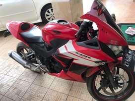 Honda CBR 150 warna merah