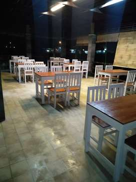 Meja dan kursi resto