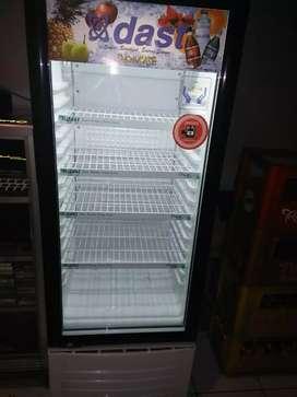 Showcase freezer DAST