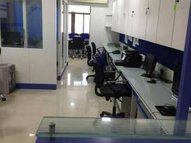 which floor offers you a well furnished luxury office on lease