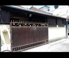 Disewakan rumah 3kmr tdr ada garasi n gudang dipadang sambian