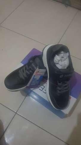 Sepatu anak lotto original