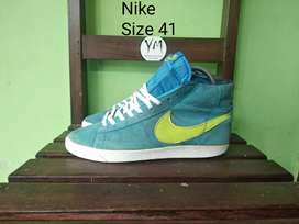 Sepatu Nike SB High . Size 41