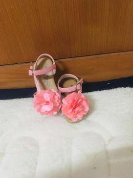 Sepatu pesta Bunga