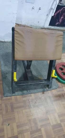 smith machine n preacher curl n leg press n spin bike
