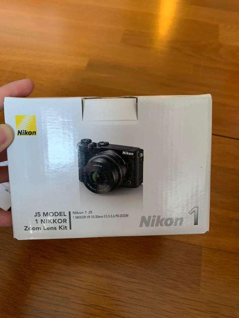 Kamera mirrorles Nikon J5 Kit 10-30mm 0