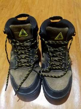 Sepatu adventures, hiking & traveling