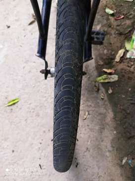 Hero cycle back tyre is new and no brake