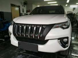 Grille Toyota Fortuner VRZ Apollo / Black Panther