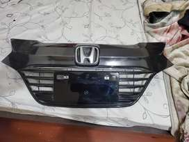 Vezel front grill and spoiler