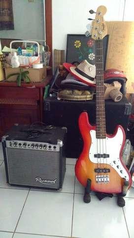 Bass Fender Cutom pabrikan dan Ampli