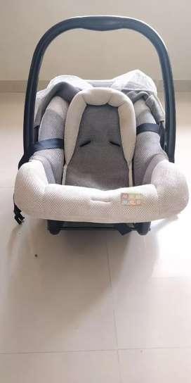 MeeMee car seat cum carrier