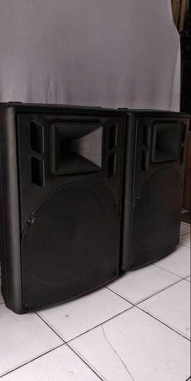SPEAKER PASIF 15    2800 WATT  harga 4,7jt sepasang   bok mantab tebal