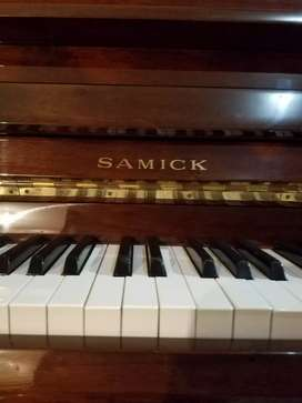 PIANO SAMICK  (KOREA)