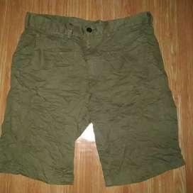 Celana pendek UNIQLO size 29-30 bisa makai