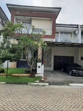 Rumah mewah di Kebayoran Bintaro, Tangerang Selatan.