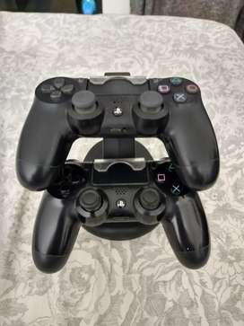 PS 4 Controllers in good condition