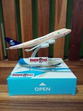 Miniatur Pesawat Komersil