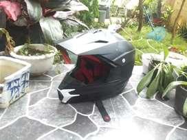 Helm Cross CRF (cat hitam)