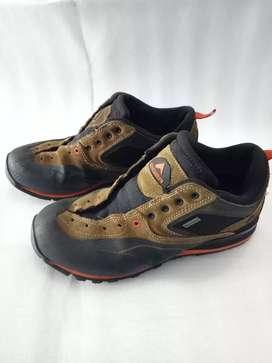Sepatu gunung eiger anaconda