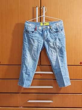 Cln jeans selutut cewek jual cepat n murah aj krn mau pindah
