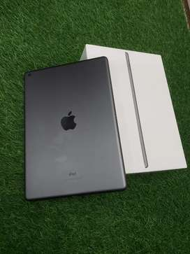 iPad 7th generation 32gb only 4 months used super mint condition