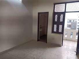 A beautifull 3 bhk flat for rent near sarai metro