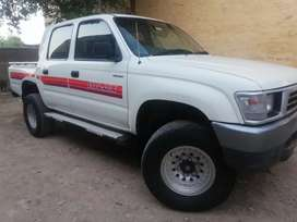 Hilux Dala 2000 model in total Geuine condition double cabin