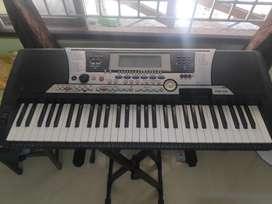 Yamaha PSR 550 Keyboard - Golden Old Keyboard