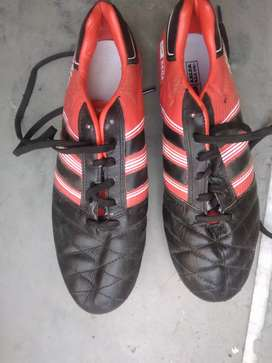 I am selling football shoes for 480