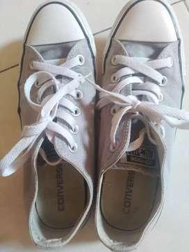 Sepatu converse ukuran 39