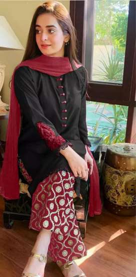 Maria b available  on lawn emb*