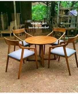 Meja makan bundar moderen model minimalis, k. 4, bahan kayu jati tua