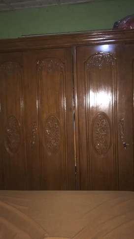 Lemari 4 pintu ,tiolet,tempat tidur jepara asli