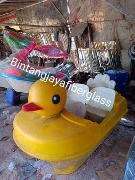 sepeda air bebek,bebek air kecil,wahana air murah,perahu air bebek