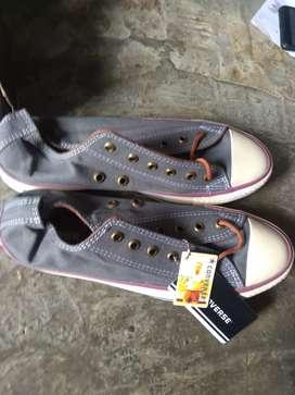 Sepatu Converse baru 42