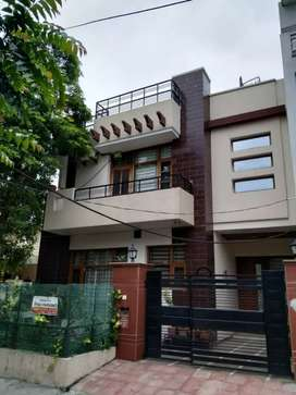 Beautiful 5bhk Corner Kothi available in 125 sector sunny enclave