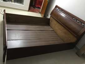 King size bed for sale in Mogapair, Chennai