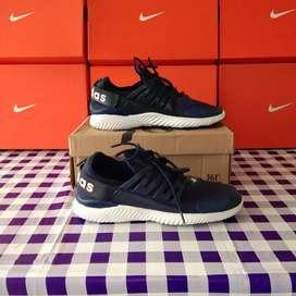 Sepatu running adidas alphabounce