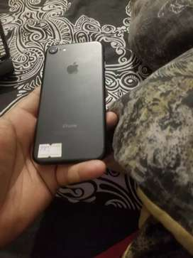 32gb with auto jv. iphone 7 no faults..all sim work not pta approv