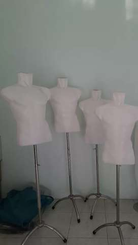 Patung baju bekas