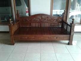 Sofa bale keluarga antik
