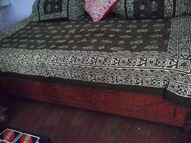 Diwaan / Bed