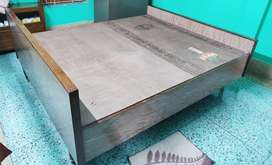 Wooden king size (7ft * 6ft) bed with box
