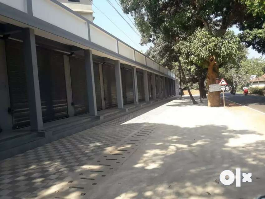 Double height Shops for sale 0
