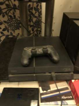 Play Station 4 (PS 4)