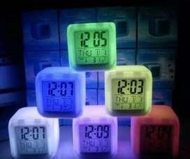 Jam digital kotak kubus