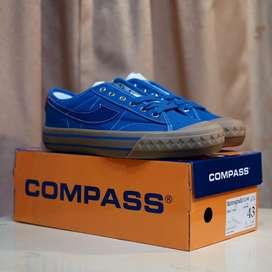 Sepatu Compass Retrograde Low