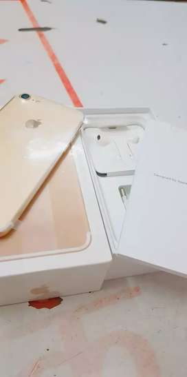 Gold colour ma iPhone 7 128gb with bill box six months sellers warrant